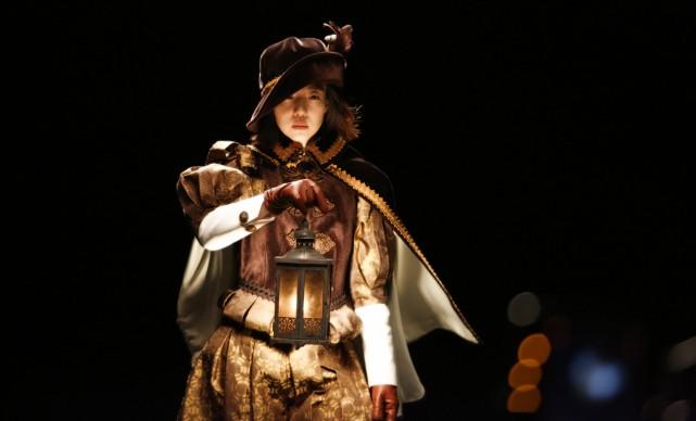 MOON Kyungwon e JEON Joonho, The Ways of Folding Space & Flying, video installazione, Padiglione Corea, Biennale d'Arte di Venezia, 2015