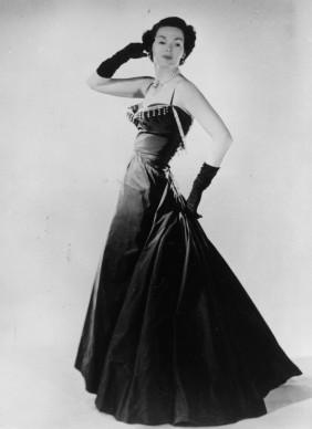 Barbara Goalen indossa un vestito da sera firmato da Christian Dior, 1947. Credits: Keystone/Getty Images