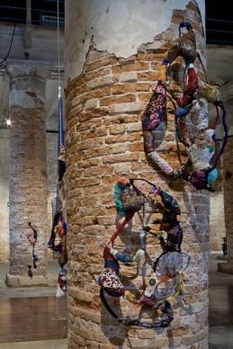 Sonia Gomes, 56. Esposizione Internazionale d'Arte - la Biennale di Venezia, All the World's Futures. Photo by Alessandra Chemollo. Courtesy by la Biennale di Venezia