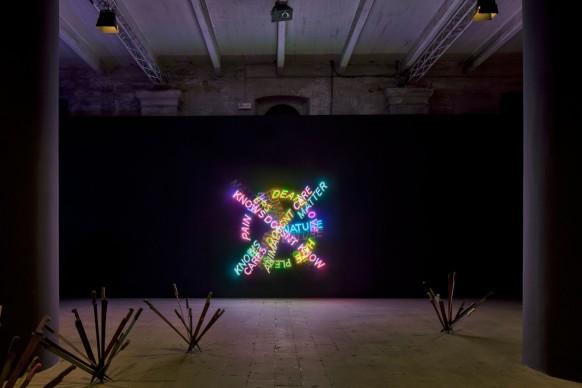 Bruce Nauman, Human nature / Life death / Knows Doesn't Know, 1983. Neon. 56. Esposizione Internazionale d'Arte - la Biennale di Venezia, All the World's Futures. Photo by Alessandra Chemollo. Courtesy: la Biennale di Venezia