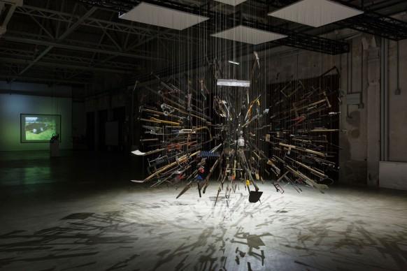 """Damián Ortega, Veduta dell'installazione """"Casino"""". Foto: Agostino Osio, Courtesy Fondazione HangarBicocca, Milano"""