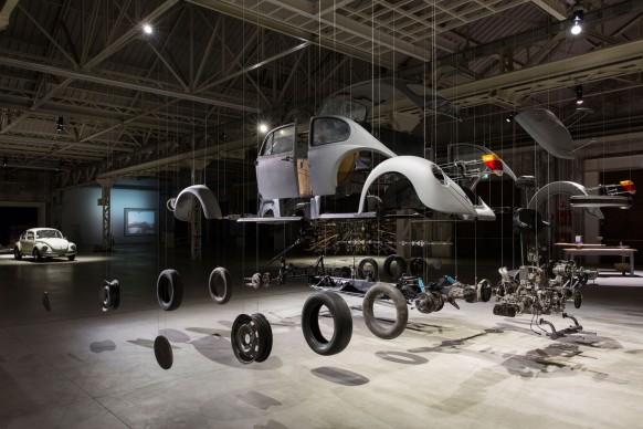 Damián Ortega, Cosmic Thing, 2002. Foto: Agostino Osio, Courtesy Fondazione HangarBicocca, Milano