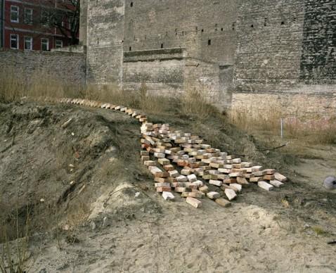 Damián Ortega, Nine Types of Terrain, 2007, fotogramma di un video su pellicola 16 mm, Courtesy l'artista e kurimanzutto, Mexico City