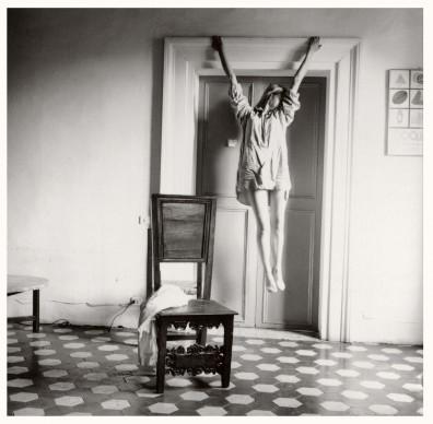 Francesca Woodman, Untitled, Rome, Italy, 1977–1978/2006 © Courtesy George and Betty Woodman, New York / SAMMLUNG VERBUND, Wien