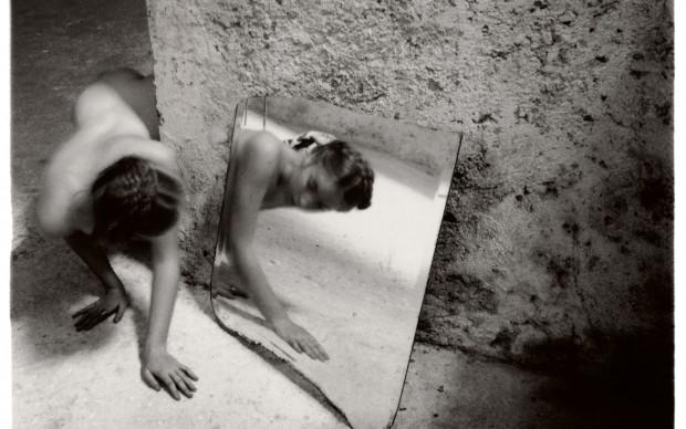 Francesca Woodman, Self-deceit #1, Rome, Italy, 1978/1979 © Courtesy George and Betty Woodman, New York / SAMMLUNG VERBUND, Wien