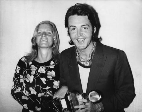 Paul McCartney e la moglie Linda ai Grammy Awards del 1971. Foto: Keystone/Hulton Archive/Getty Images