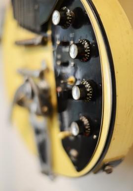 Particolare di un prototipo di Gibson Les Paul risalente agli anni Settanta. Messa all'asta nel 2012, questa chitarra da sola aveva una stima compresa tra i 3mila e i 5mila dollari. Credits: Kevork Djansezian/Getty Images