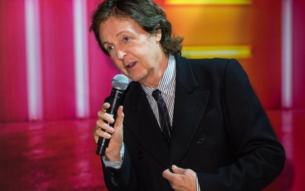 Paul McCartney incontra i fan a Londra, nell'ottobre del 2013, dopo l'uscita del suo album New. Foto: Ian Gavan/Getty Images