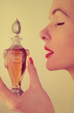 Miss Dior Perfume, immagine pubblicitaria del 1954. Credits: Housewife/Getty Images