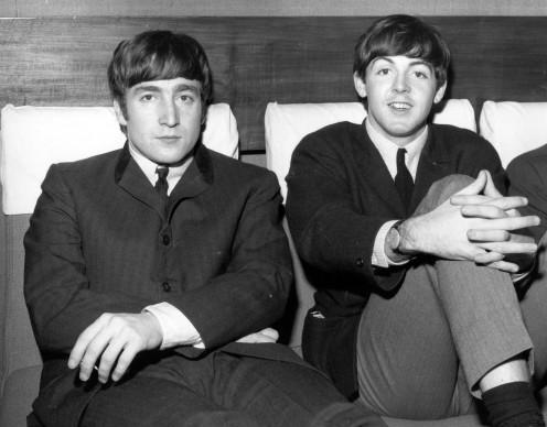 John Lennon e Paul McCartney nel 1963. Foto: Fox Photos/Getty Images
