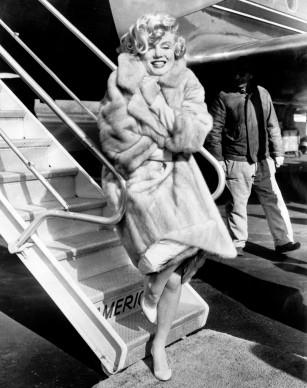 Marilyn Monroe posa per la presentazione del film 'A qualcuno piace caldo' nel 1959