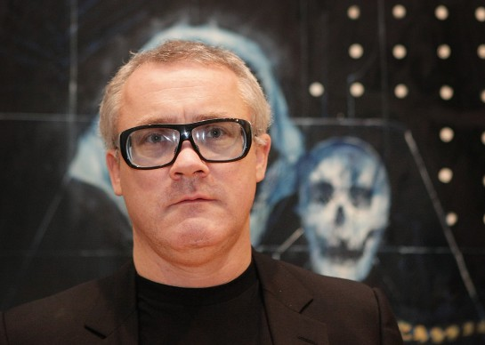 Damien Hirst alla Wallace Collection per la sua mostra No Love Lost, Blue Paintings by Damien Hirst del 2009 a Londra. Credits: Peter Macdiarmid/Getty Images