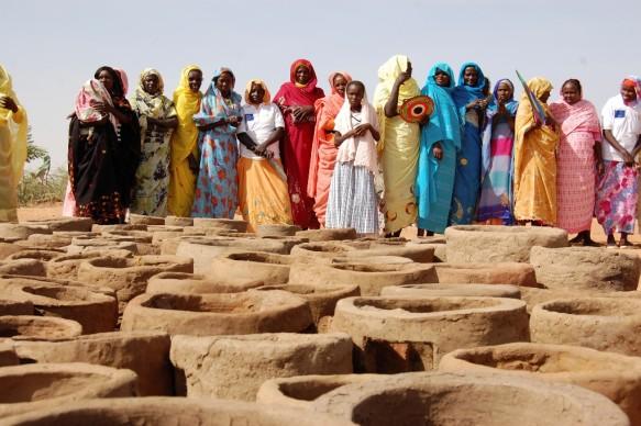 WFP (World Food Programme) Safe Stoves, Darfur. Copyright: Pia Skjelstad / WFP