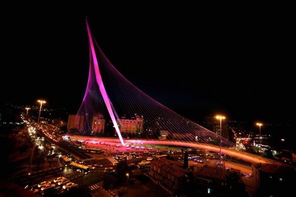 Santiago Calatrava, Bridge of Strings / Chords Bridge, Gerusalemme. Credits: Santiago Calatrava, Ponte della Costituzione, Venezia. Credits: GALI TIBBON/AFP/Getty Images