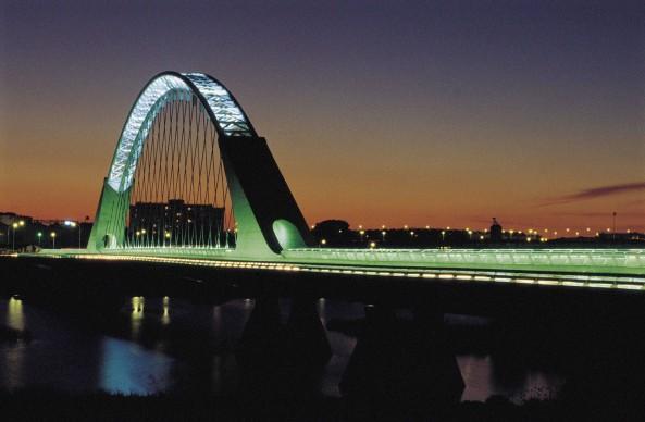 Santiago Calatrava, Ponte Lusitania, Mérida. Credits:  Jordi Cami/Cover/Getty Images