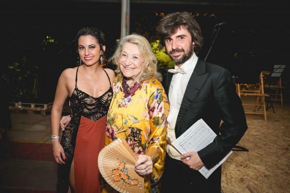Marza Marzotto posa con i performer della serata © Antinori