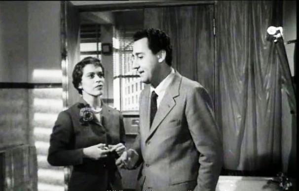 Franca Valeri e Alberto Sordi nel film 'Un eroe dei nostri tempi', regia di Mario Monicelli, 1955
