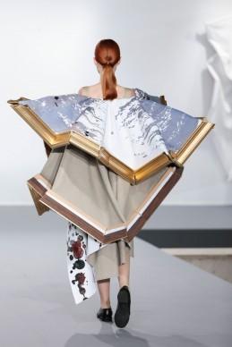 Viktor & Rolf, Collezione Haute Couture Autunno/Inverno 2015. Foto © Team Peter Stigter