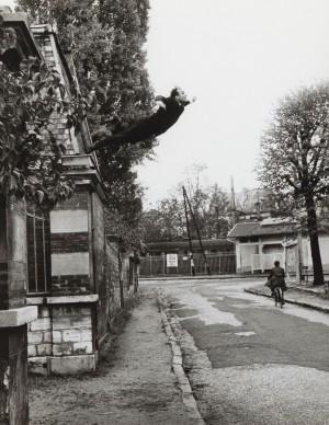 Harry Shunk e János Kender: YVES KLEIN,  Leap into the Void (Saut dans le vide), 1960