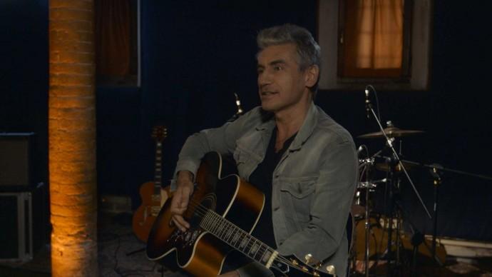 Luciano Ligabue alla chitarra
