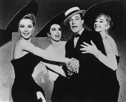 Gene Kelly, Kay Kendall, Mitzi Gaynor e Taina Elg in una scena del film 'Les Girls'  (Photo by Hulton Archive/Getty Images)