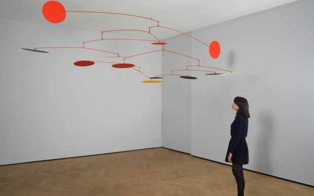 Alexander Calder, Blue and Yellow Among Reds, 1964, Painted sheet metal and wire 200 x 400 cm, copyright 2015 Calder Foundation, New York