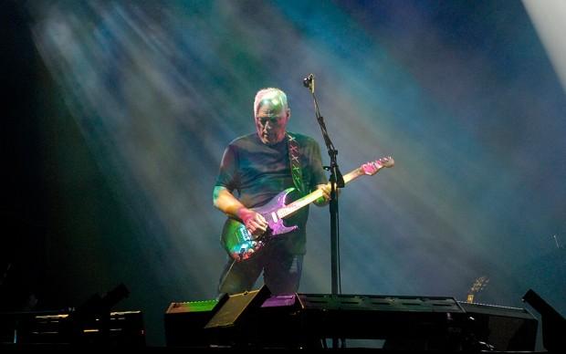 David_Gilmour_in_Munich_July_2006