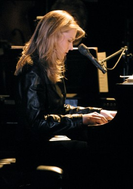 Diana Krall in concerto al Beverly Hilton Hotel nel 2002 (Photo by Frederick M. Brown/Getty Images)
