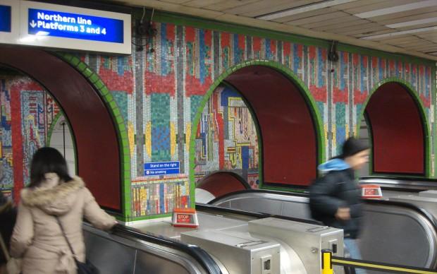 Eduardo-Paolozzi-Mosaici-metropolitana-Tottenham_Court_Road_Londra