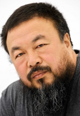Ai Weiwei ritratto durante Documenta 12 a Kassel, nel settembre del 2007 (Photo by THOMAS LOHNES/AFP/Getty Images)