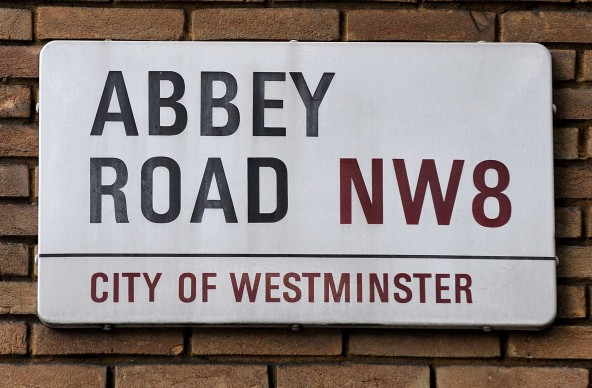 Una targa stradale proprio in Abbey Road, nell'area nord di Londra