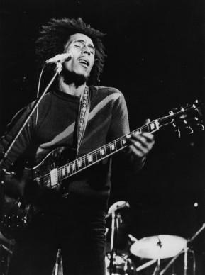 Bob Marley live nel 1974 (Photo by Gary Merrin/Keystone/Getty Images)