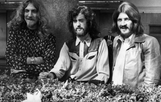 Robert Plant, Jimmy Page e John Bonham agli Embankment Gardens di Londra, nel 1970 (Photo by Ian Showell/Keystone/Getty Images)