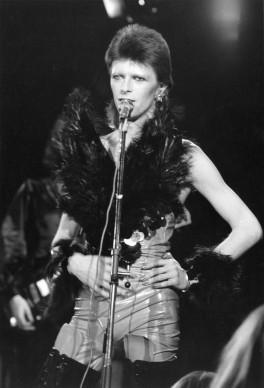 """David Bowie nei panni di un """"angelo della morte"""" al The Marquee Club di Londra, nel 1973 (Photo by Jack Kay/Express/Getty Images)"""