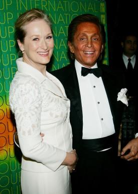 Meryl Streep e Valentino nell'ottobre del 2005 a New York (Photo by Evan Agostini/Getty Images)