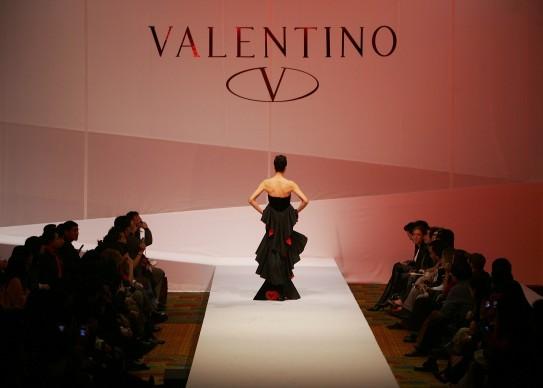 Sfilata di Valentino durante la China Fashion Week del 2005 a Pechino (Photo by Cancan Chu/Getty Images)