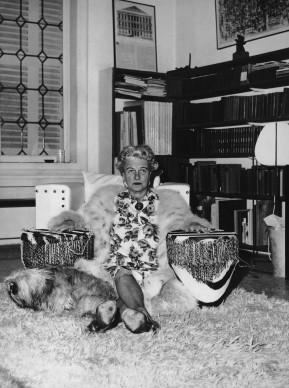 Peggy Guggenheim nella sua casa di Venezia, nel 1961 (Photo by Keystone Features/Hulton Archive/Getty Images)