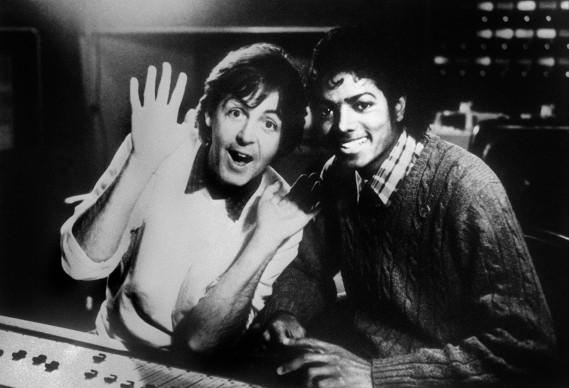 Paul McCartney e Michael Jackson nel 1983 (Photo by AFP/Getty Images)