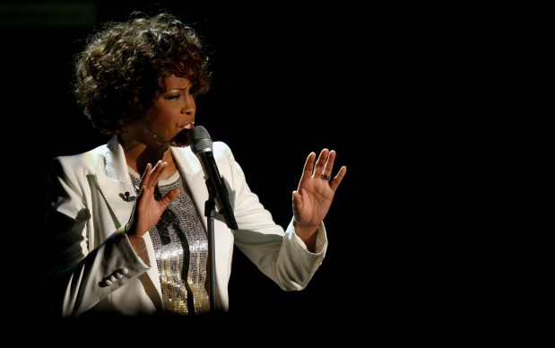 Whitney Houston in concerto a Freiburg, in Germania, nell'ottobre del 2009 (Photo by Miguel Villagran/Getty Images)