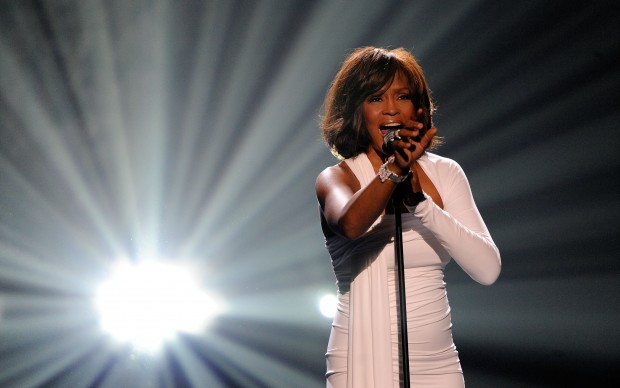Whitney Houston live agli American Music Awards del 2009, a Los Angeles (Photo by Kevork Djansezian/Getty Images)