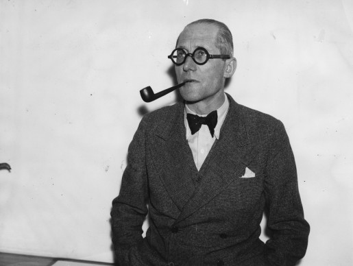 Le Corbusier nel 1938 (Photo by Hudson/Topical Press Agency/Getty Images)