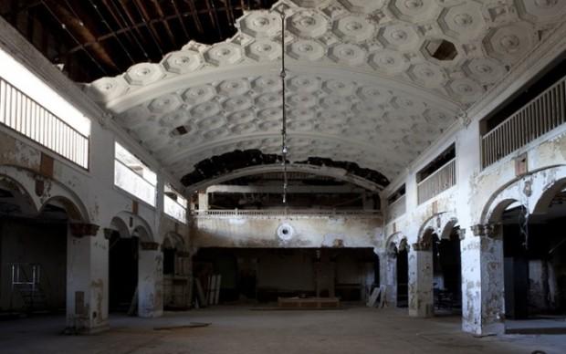 Theaster gates Stony-Island-Trust-Savings-Bank-Chicago-courtesy-Rebuild-Foundation