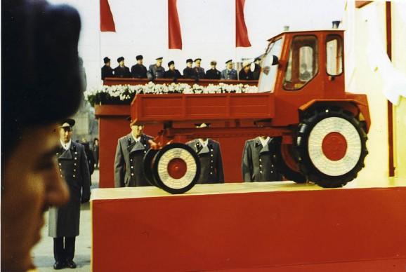 Boris Mikhailov, Senza titolo, dalla serie Red, 1968–75 © Boris Mikhailov Courtesy Camera - Centro Italiano per la Fotografia