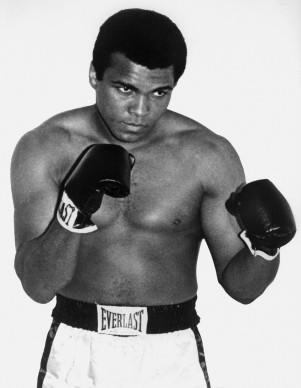Muhammad Ali, conosciuto anche come Cassius Clay, fotografato a Parigi nel 1960 (Photo by AFP/Getty Images)