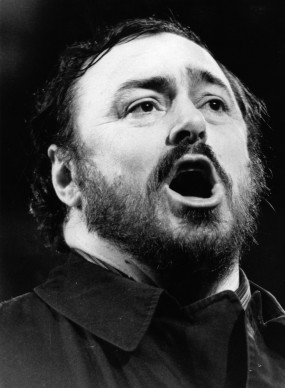 Luciano Pavarotti in concerto alla Royal Albert Hall (Photo by Central Press/Getty Images)
