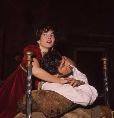 Maria Callas e Renato Cioni nella produzione della Tosca firmata da Zeffirelli a Covent Garden, Londra (Photo by Moore/Fox Photos/Getty Images)