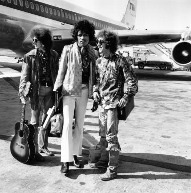 La band The Jimi Hendrix Experience all'aeroporto di Londra, nel 1967 (Photo by Express/Express/Getty Images)