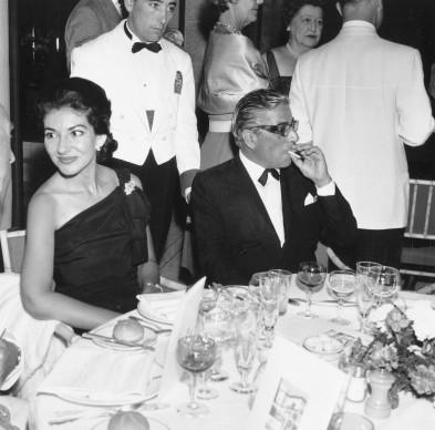 Maria Callas e Aristotele Onassis nel 1961 (Photo by Eamonn McCabe/Express/Getty Images)