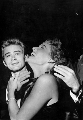 James Dean e Ursula Andress a metà degli anni Cinquanta (Photo by Keystone/Getty Images)