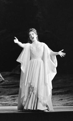 Maria Callas nella 'Norma' di Vincenzo Bellini a Parigi, nel maggio del 1964 (Photo by AFP/Getty Images)